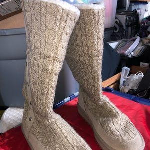 Sketchers woman's winter boots